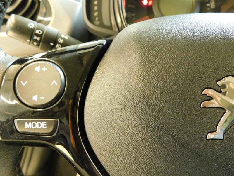 Photo 11 de l'offre de PEUGEOT 108 VTi 72 Allure S&S 85g 5p à 12990€ chez Autovia Véhicules Multimarques