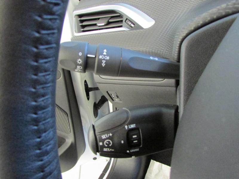 Photo 10 de l'offre de PEUGEOT 2008 1.6 BlueHDi 100ch Active Business S&S à 10490€ chez Autovia Véhicules Multimarques