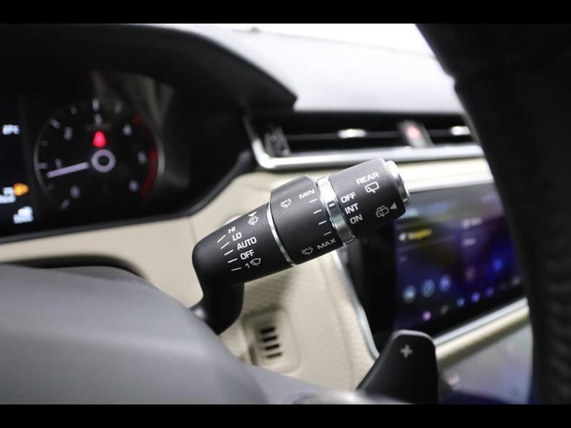Photo 25 de l'offre de LAND-ROVER Range Rover Velar 2.0D 180ch AWD BVA à 51990€ chez Autovia Véhicules Multimarques