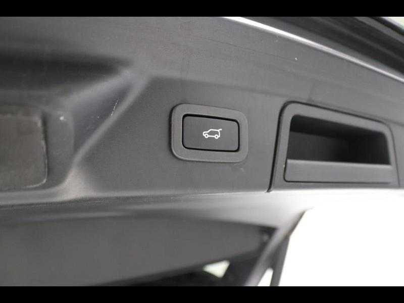 Photo 16 de l'offre de LAND-ROVER Range Rover Velar 2.0D 180ch AWD BVA à 51990€ chez Autovia Véhicules Multimarques