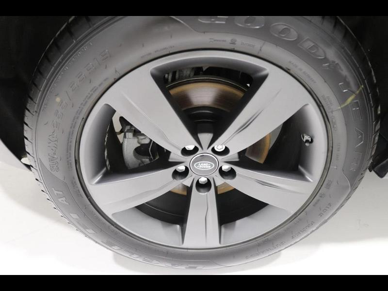 Photo 5 de l'offre de LAND-ROVER Range Rover Velar 2.0D 180ch AWD BVA à 51990€ chez Autovia Véhicules Multimarques