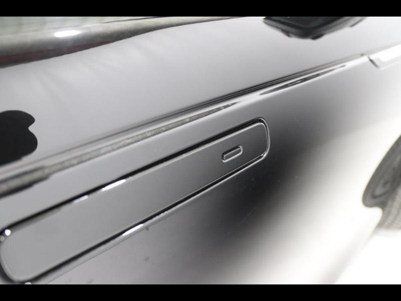 Photo 10 de l'offre de LAND-ROVER Range Rover Velar 2.0D 180ch AWD BVA à 51990€ chez Autovia Véhicules Multimarques
