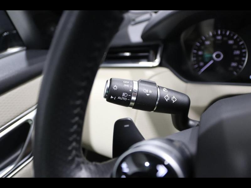 Photo 23 de l'offre de LAND-ROVER Range Rover Velar 2.0D 180ch AWD BVA à 51990€ chez Autovia Véhicules Multimarques