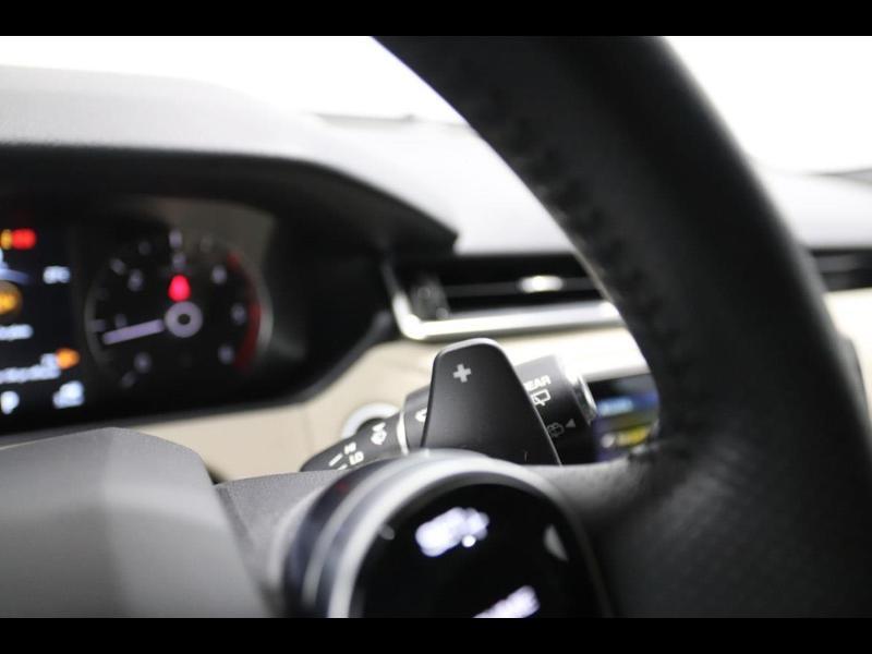 Photo 26 de l'offre de LAND-ROVER Range Rover Velar 2.0D 180ch AWD BVA à 51990€ chez Autovia Véhicules Multimarques