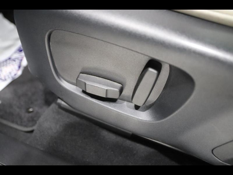 Photo 18 de l'offre de LAND-ROVER Range Rover Velar 2.0D 180ch AWD BVA à 51990€ chez Autovia Véhicules Multimarques