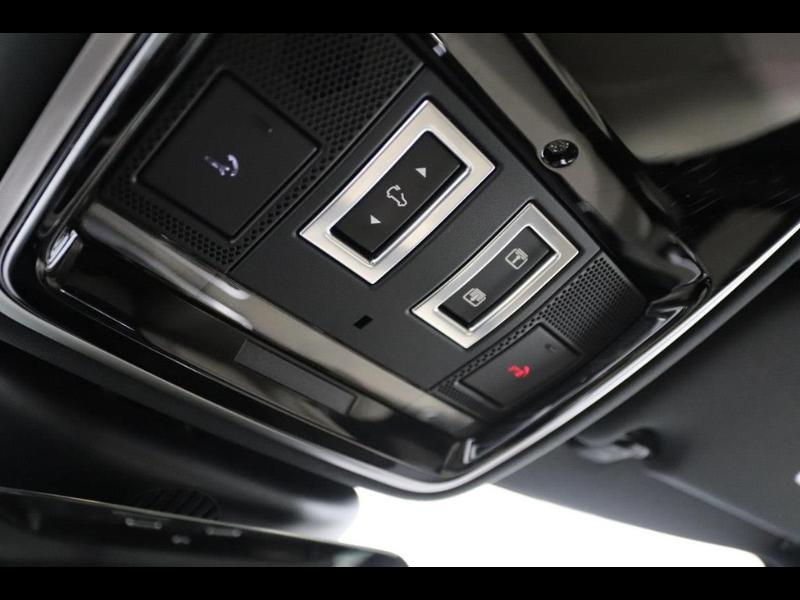 Photo 27 de l'offre de LAND-ROVER Range Rover Velar 2.0D 180ch AWD BVA à 51990€ chez Autovia Véhicules Multimarques