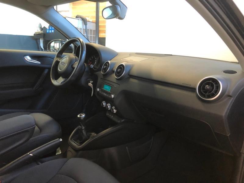 Photo 15 de l'offre de AUDI A1 1.2 TFSI 86ch Ambiente à 11990€ chez Autovia Véhicules Multimarques