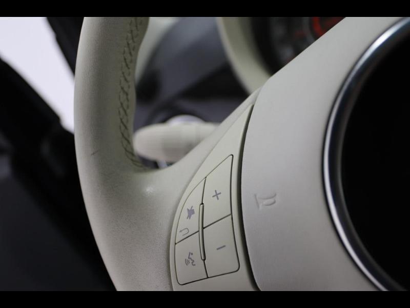 Photo 12 de l'offre de FIAT 500 1.2 8v 69ch Lounge à 10990€ chez Autovia Véhicules Multimarques