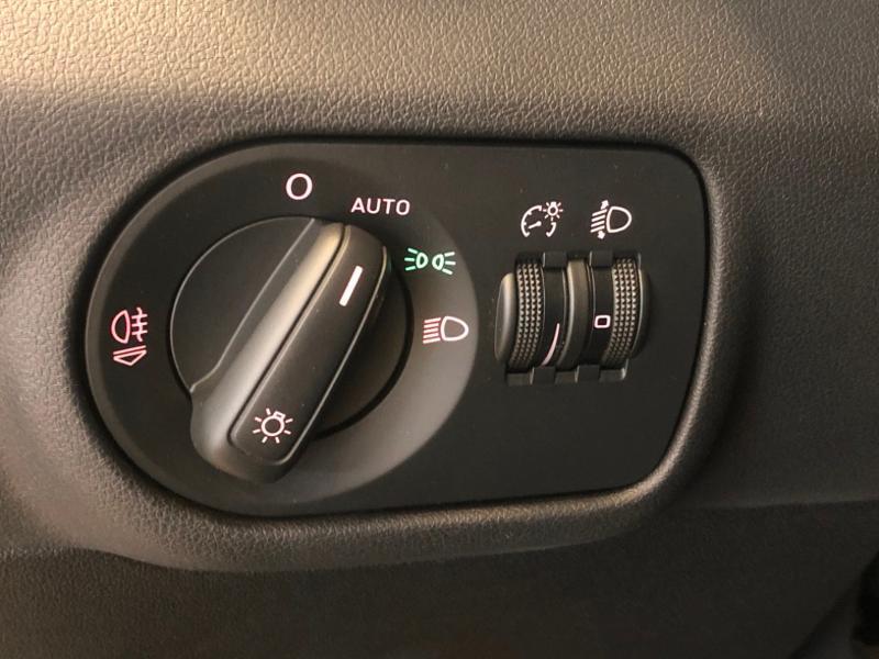 Photo 13 de l'offre de AUDI A1 1.2 TFSI 86ch Ambiente à 11990€ chez Autovia Véhicules Multimarques