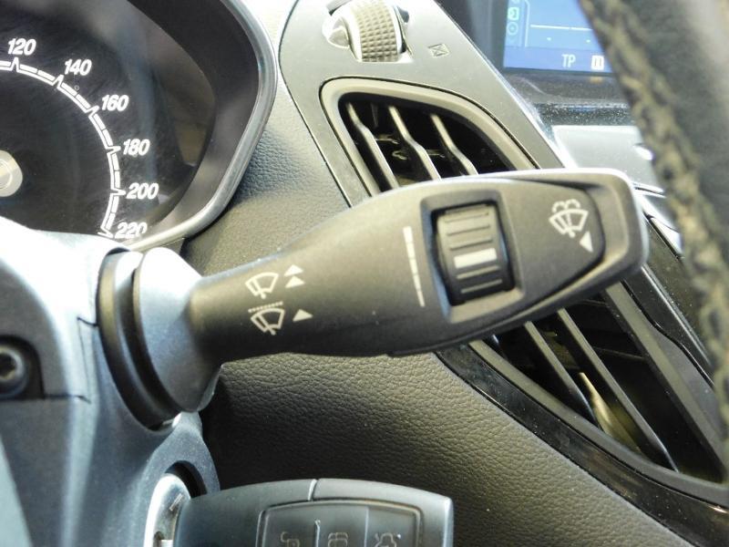 Photo 15 de l'offre de FORD B-MAX 1.0 SCTi 100ch EcoBoost Stop&Start Edition à 11290€ chez Autovia Véhicules Multimarques