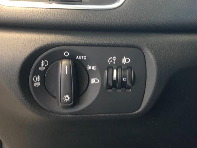 Photo 27 de l'offre de AUDI Q3 2.0 TDI 177ch Ambition Luxe quattro S tronic 7 à 22990€ chez Autovia Véhicules Multimarques