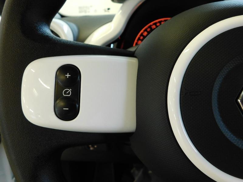 Photo 15 de l'offre de RENAULT Twingo 1.0 SCe 65ch Zen - 21 à 12890€ chez Autovia Véhicules Multimarques