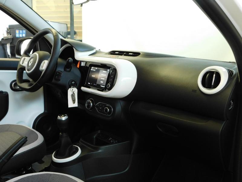 Photo 9 de l'offre de RENAULT Twingo 1.0 SCe 65ch Zen - 21 à 12890€ chez Autovia Véhicules Multimarques
