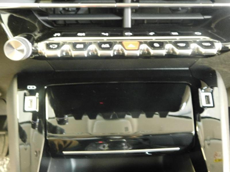 Photo 15 de l'offre de PEUGEOT 208 1.2 PureTech 100ch S&S Allure Pack EAT8 à 24690€ chez Autovia Véhicules Multimarques