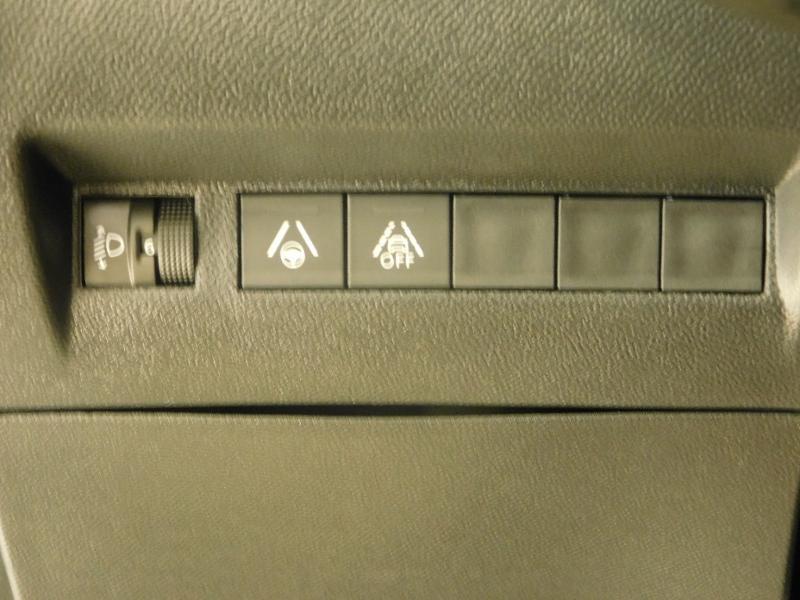 Photo 12 de l'offre de PEUGEOT 208 1.2 PureTech 100ch S&S Allure Pack EAT8 à 24690€ chez Autovia Véhicules Multimarques