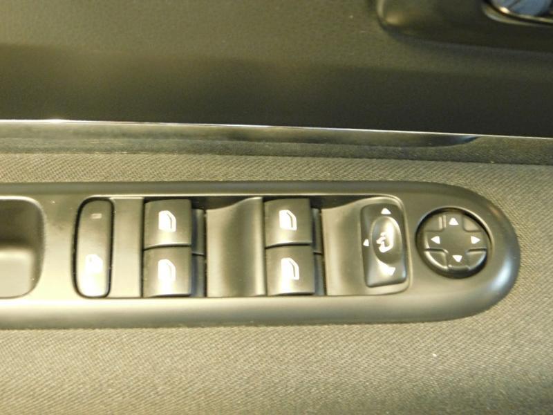 Photo 8 de l'offre de PEUGEOT 3008 1.6 BlueHDi 120ch Style II S&S à 11490€ chez Autovia Véhicules Multimarques