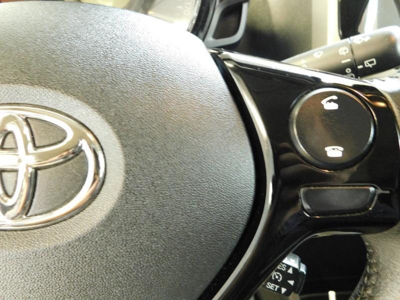 Photo 12 de l'offre de TOYOTA Aygo 1.0 VVT-i 69ch x-wave 2 5p à 9990€ chez Autovia Véhicules Multimarques