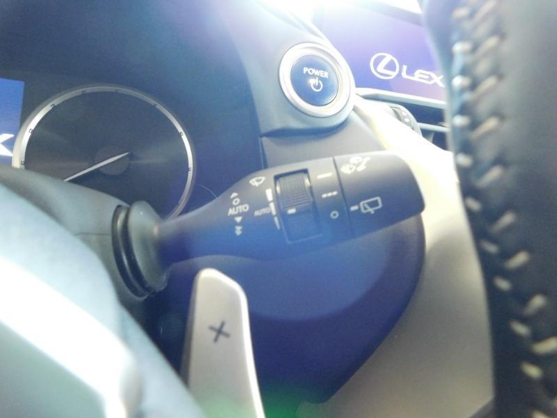 Photo 16 de l'offre de LEXUS NX 300h 4WD Luxe Euro6d-T à 35990€ chez Autovia Véhicules Multimarques