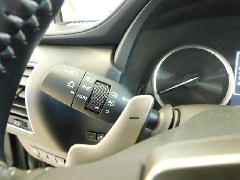 Photo 17 de l'offre de LEXUS NX 300h 4WD Luxe Euro6d-T à 35990€ chez Autovia Véhicules Multimarques