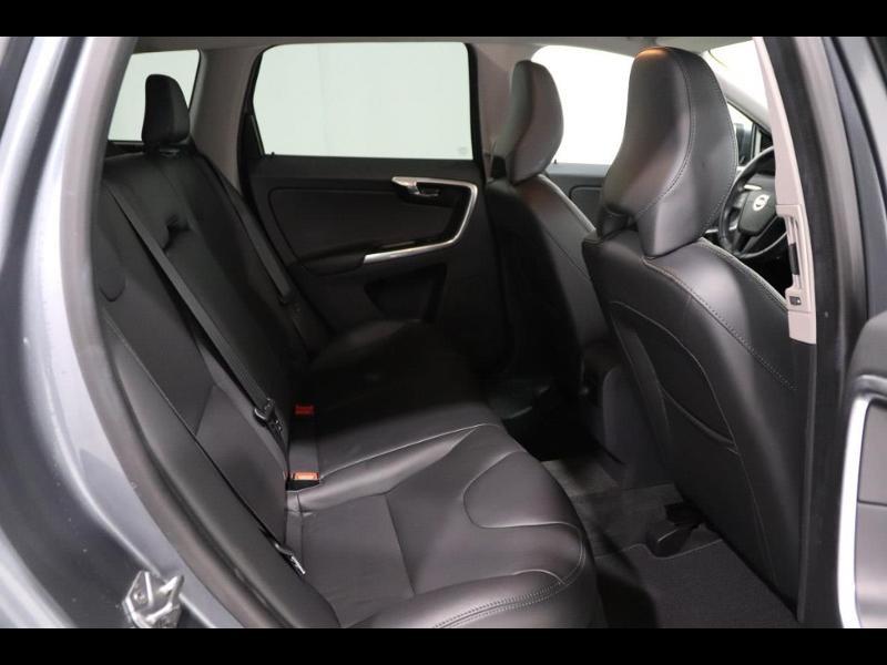 Photo 3 de l'offre de VOLVO XC60 150ch à 28690€ chez Autovia Véhicules Multimarques