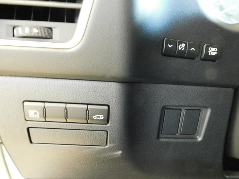 Photo 13 de l'offre de LEXUS NX 300h 4WD Luxe Euro6d-T à 35990€ chez Autovia Véhicules Multimarques