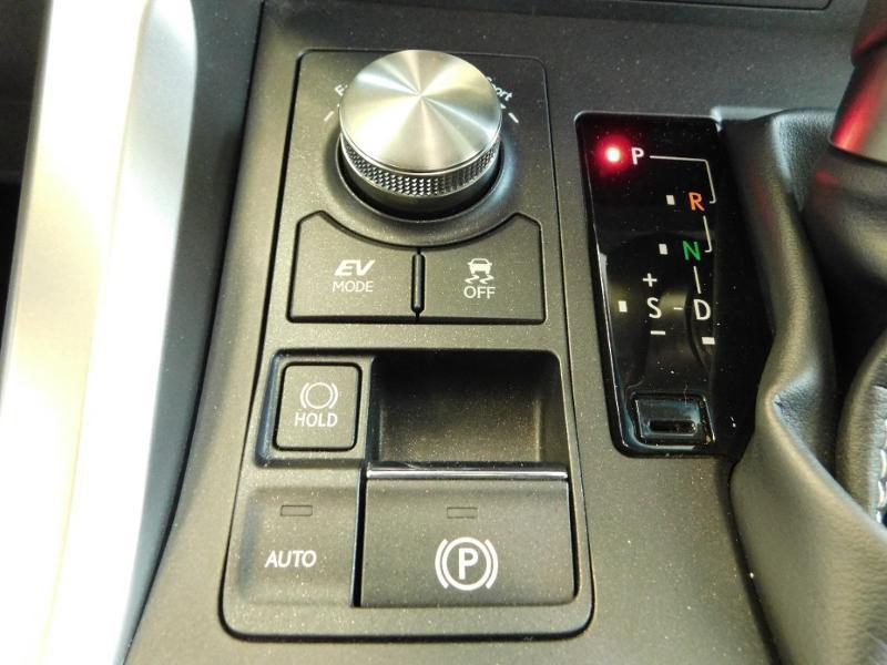 Photo 20 de l'offre de LEXUS NX 300h 4WD Luxe Euro6d-T à 35990€ chez Autovia Véhicules Multimarques