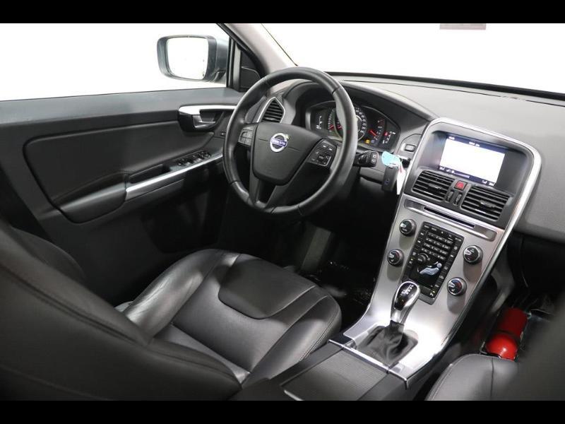 Photo 2 de l'offre de VOLVO XC60 150ch à 28690€ chez Autovia Véhicules Multimarques