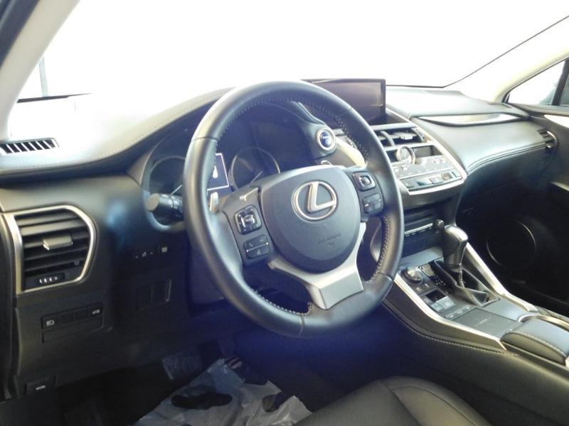 Photo 7 de l'offre de LEXUS NX 300h 4WD Luxe Euro6d-T à 35990€ chez Autovia Véhicules Multimarques