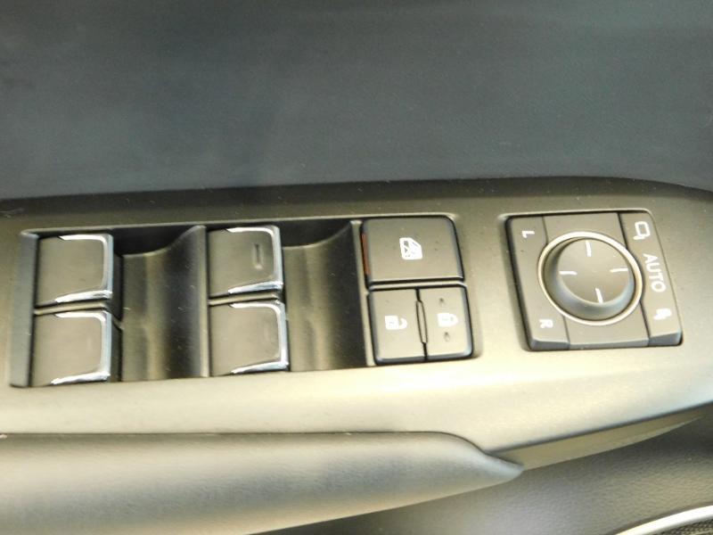 Photo 12 de l'offre de LEXUS NX 300h 4WD Luxe Euro6d-T à 35990€ chez Autovia Véhicules Multimarques