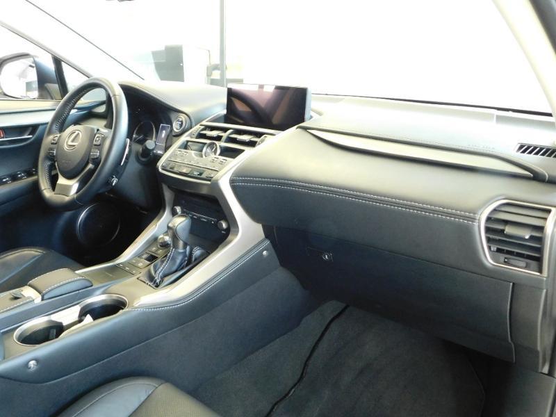Photo 8 de l'offre de LEXUS NX 300h 4WD Luxe Euro6d-T à 35990€ chez Autovia Véhicules Multimarques