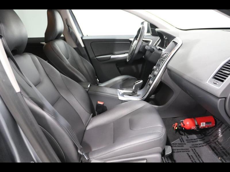Photo 11 de l'offre de VOLVO XC60 150ch à 28690€ chez Autovia Véhicules Multimarques
