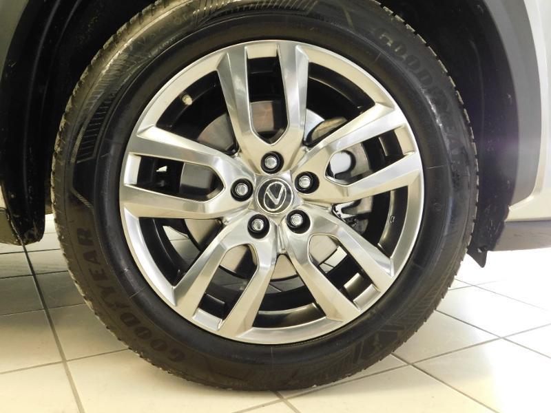 Photo 5 de l'offre de LEXUS NX 300h 4WD Luxe Euro6d-T à 35990€ chez Autovia Véhicules Multimarques