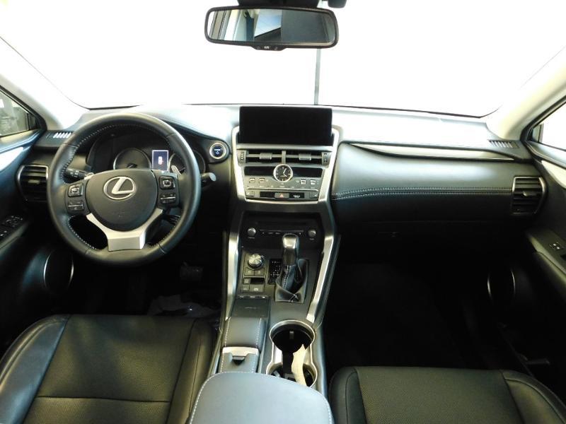 Photo 2 de l'offre de LEXUS NX 300h 4WD Luxe Euro6d-T à 35990€ chez Autovia Véhicules Multimarques