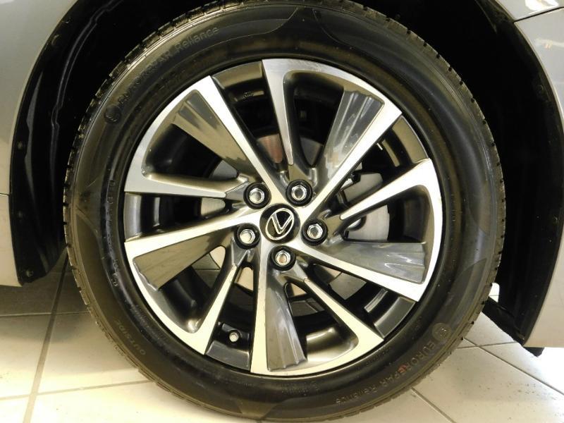 Photo 5 de l'offre de LEXUS CT 200h Luxe à 21990€ chez Autovia Véhicules Multimarques