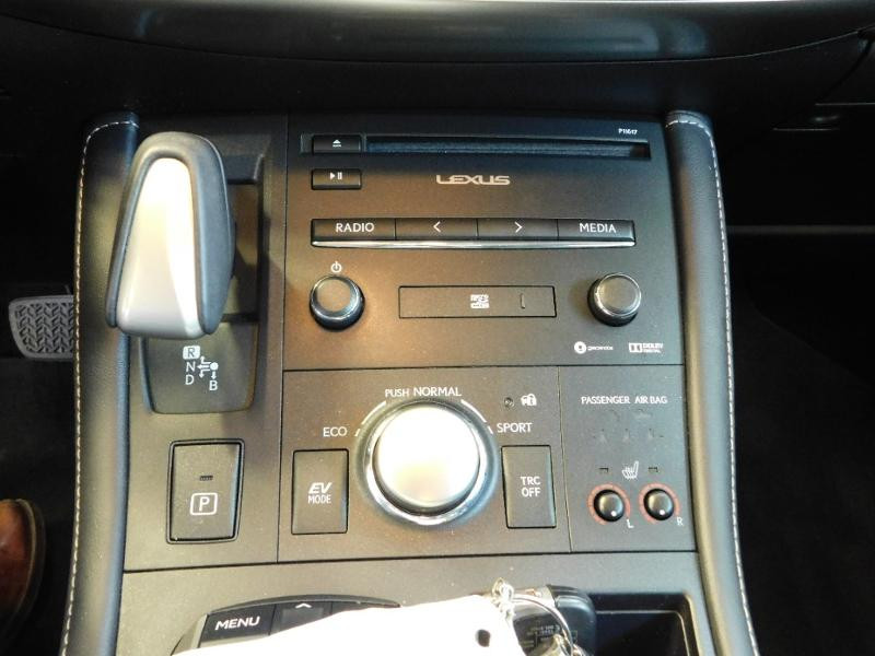Photo 15 de l'offre de LEXUS CT 200h Luxe à 21990€ chez Autovia Véhicules Multimarques