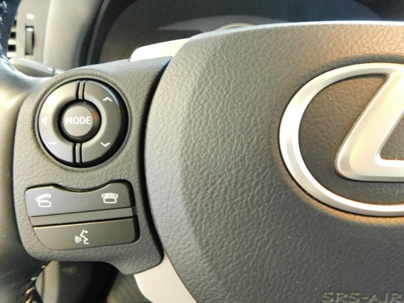 Photo 10 de l'offre de LEXUS CT 200h Luxe à 21990€ chez Autovia Véhicules Multimarques