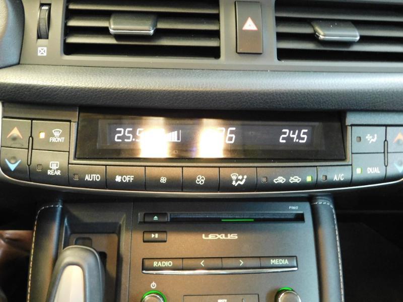 Photo 17 de l'offre de LEXUS CT 200h Luxe à 21990€ chez Autovia Véhicules Multimarques
