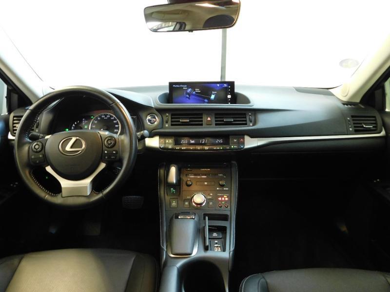 Photo 2 de l'offre de LEXUS CT 200h Luxe à 21990€ chez Autovia Véhicules Multimarques