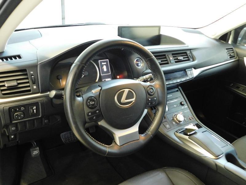 Photo 7 de l'offre de LEXUS CT 200h Luxe à 21990€ chez Autovia Véhicules Multimarques