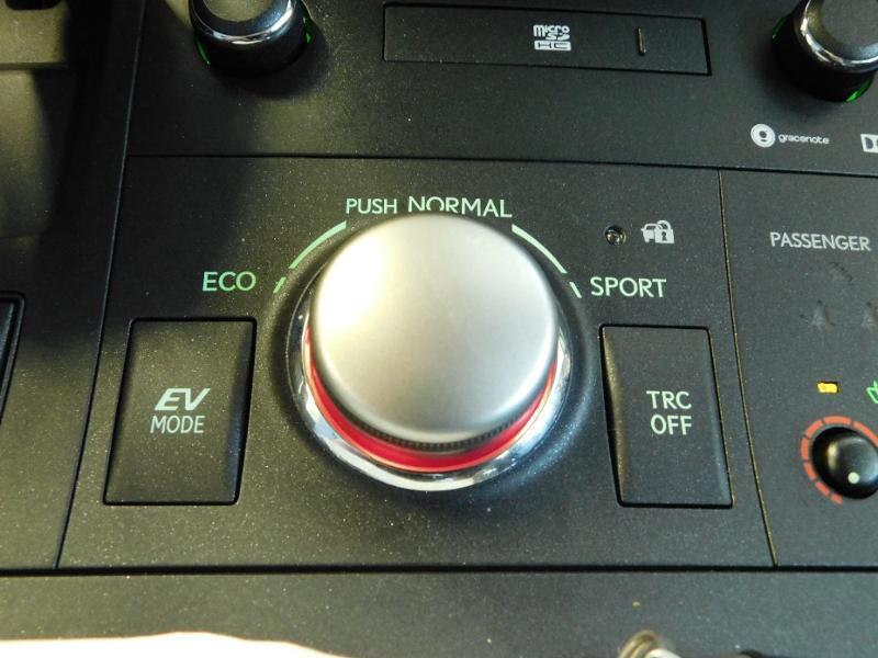 Photo 18 de l'offre de LEXUS CT 200h Luxe à 21990€ chez Autovia Véhicules Multimarques
