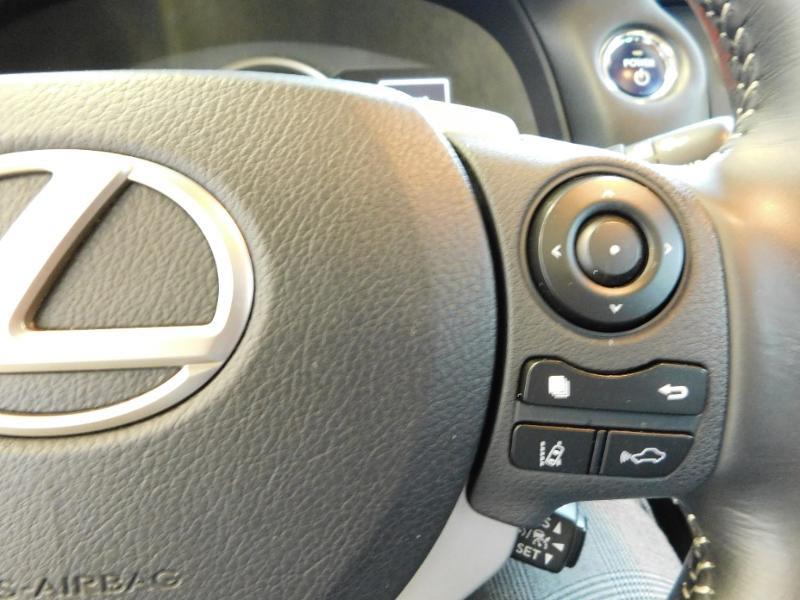Photo 11 de l'offre de LEXUS CT 200h Luxe à 21990€ chez Autovia Véhicules Multimarques