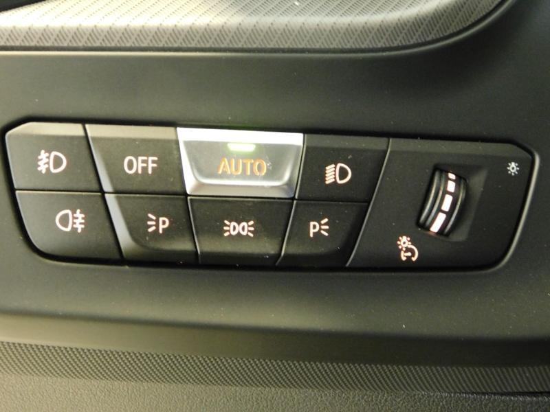 Photo 13 de l'offre de BMW Serie 1 118dA 150ch M Sport 5p Euro6c à 36990€ chez Autovia Véhicules Multimarques
