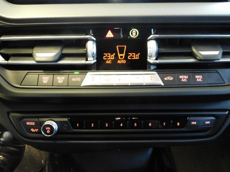 Photo 19 de l'offre de BMW Serie 1 118dA 150ch M Sport 5p Euro6c à 36990€ chez Autovia Véhicules Multimarques