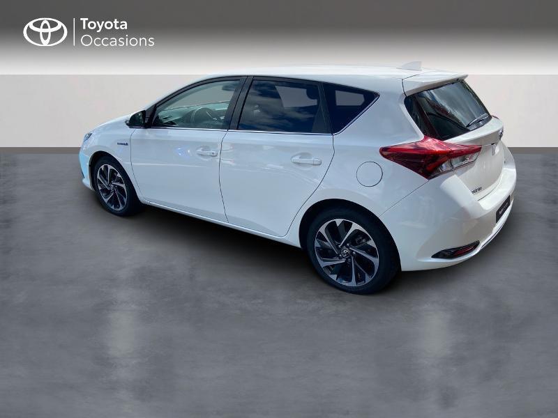Photo 2 de l'offre de TOYOTA Auris HSD 136h Design à 16890€ chez Rizzon Auto - Toyota St Brieuc