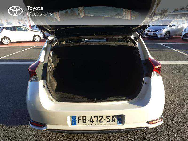 Photo 10 de l'offre de TOYOTA Auris HSD 136h Collection RC18 à 17890€ chez Rizzon Auto - Toyota St Brieuc
