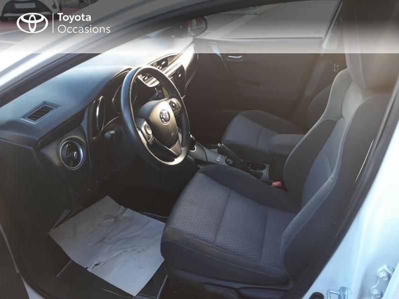 Photo 11 de l'offre de TOYOTA Auris HSD 136h Collection RC18 à 17890€ chez Rizzon Auto - Toyota St Brieuc