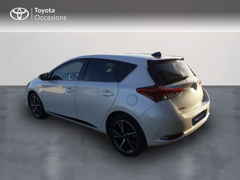 Photo 2 de l'offre de TOYOTA Auris HSD 136h Collection RC18 à 17890€ chez Rizzon Auto - Toyota St Brieuc
