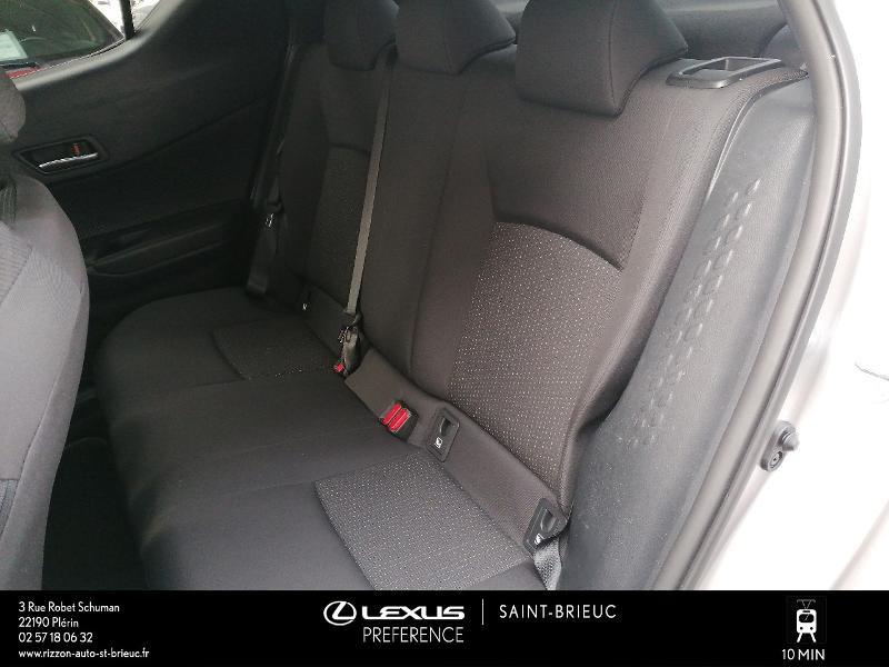 Photo 14 de l'offre de TOYOTA C-HR 122h Edition 2WD E-CVT RC18 à 21980€ chez Rizzon Auto - Toyota St Brieuc