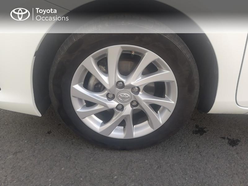 Photo 4 de l'offre de TOYOTA Auris HSD 136h Dynamic Business à 17490€ chez Rizzon Auto - Toyota St Brieuc