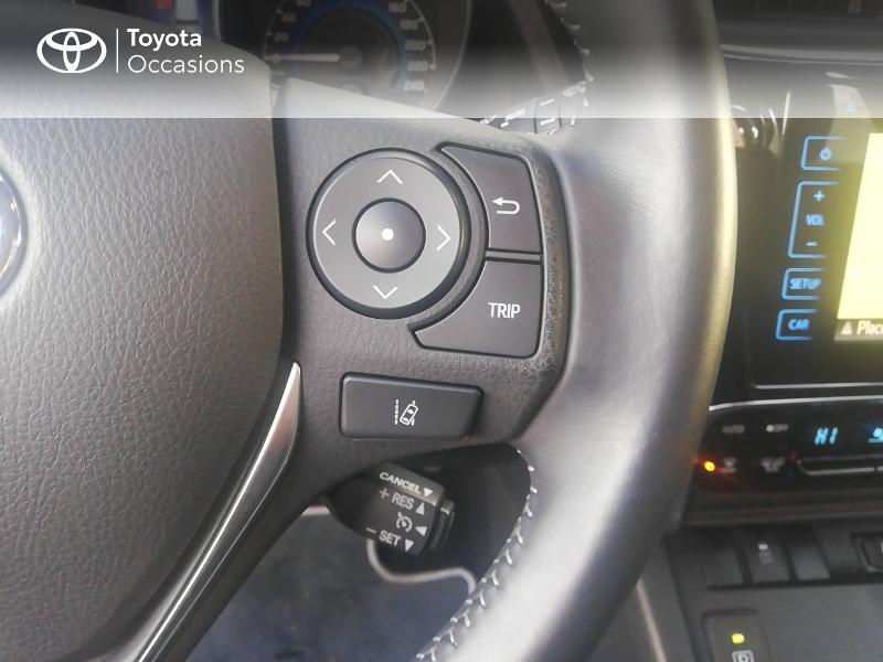 Photo 8 de l'offre de TOYOTA Auris HSD 136h Dynamic Business à 17490€ chez Rizzon Auto - Toyota St Brieuc